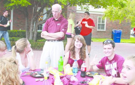 Freshmen enjoy picnic with O'Briens