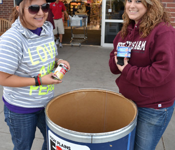 WTAMU students help with Drive-by-Fooding