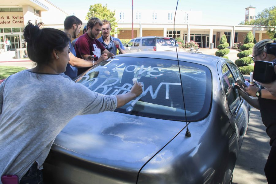 Students prepare for homecoming with