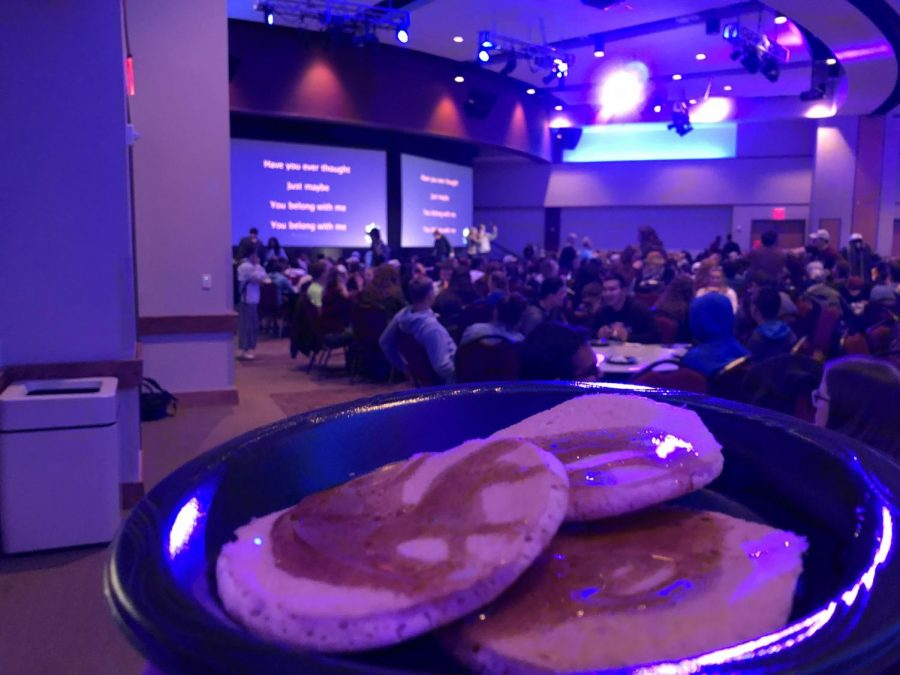 WT%27s+Residence+Hall+Association%27s+annual+Pancakes+and+Karaoke+brings+large+crowds+of+students+enjoying+pancakes%2C+music%2C+and+fun.