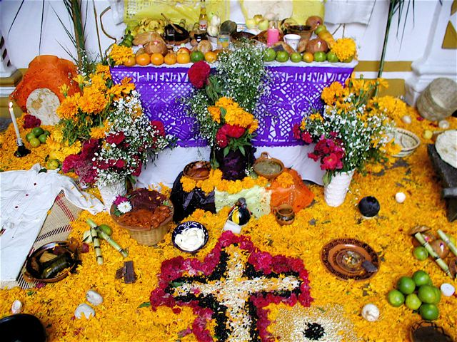 Ofrenda+awaiting+the+return+of+the+loved+one+it%27s+dedicated+to.