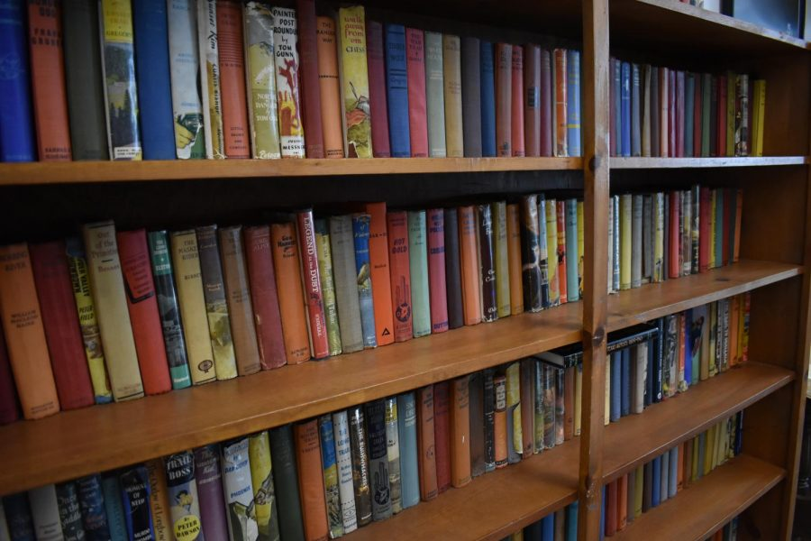 Various+and+sundry+Western+novels+found+in+the+EPML+lounge.