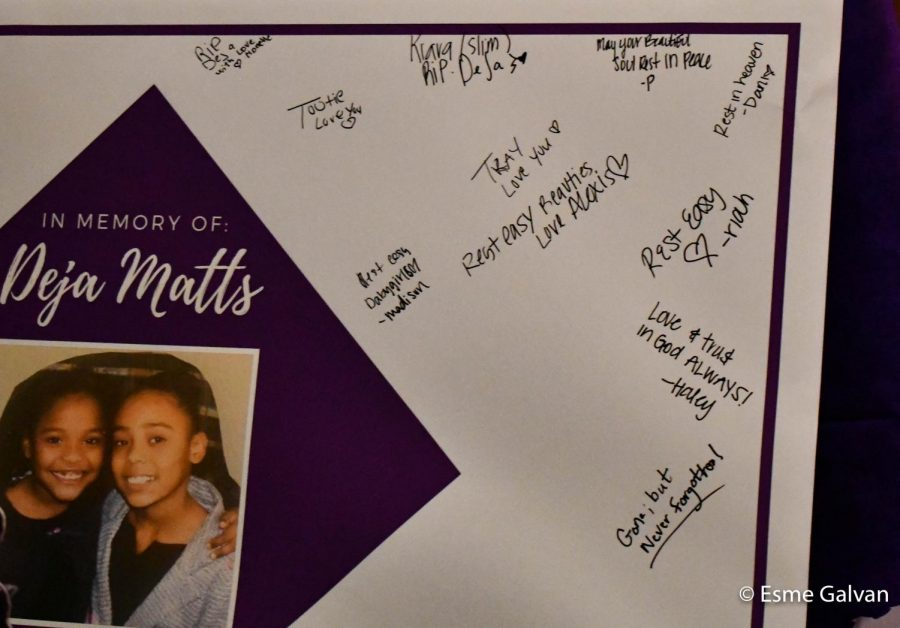 Friends+and+classmates+leave+messages+for+the+family+of+Deja+and+Abanney+Matts.