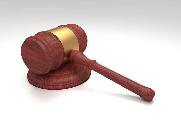 Photo+of+a+mahogany+judges%27+gavel